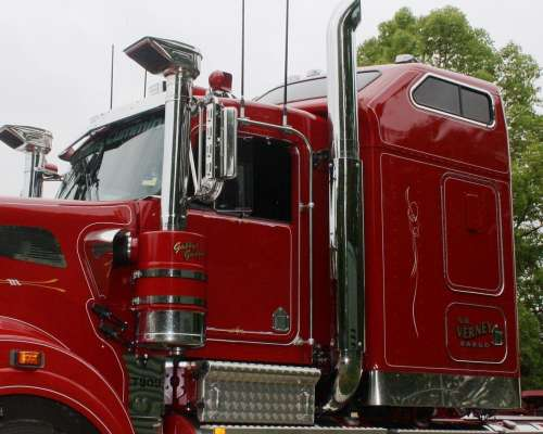 T909 Kenworth with Guard ecfba645